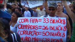 Los brasileños protestan en contra corrupción y despilfarro.