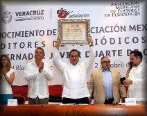"""ABR 2013.- Javier Duarte, Gobernador de Veracruz, recibió premio por """"ser garante de la libre expresión"""""""